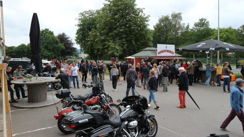 Besucherandrang auf dem Gelände gegen 1400 Uhr